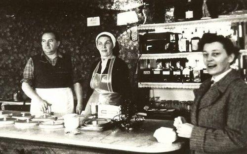 Az érdligeti cukrászdában 1962-ben